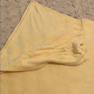 LIVING QUARTERS Full/Queen Blanket - Pale Yellow